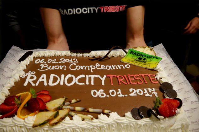festa-rct-5-anni-03-torta